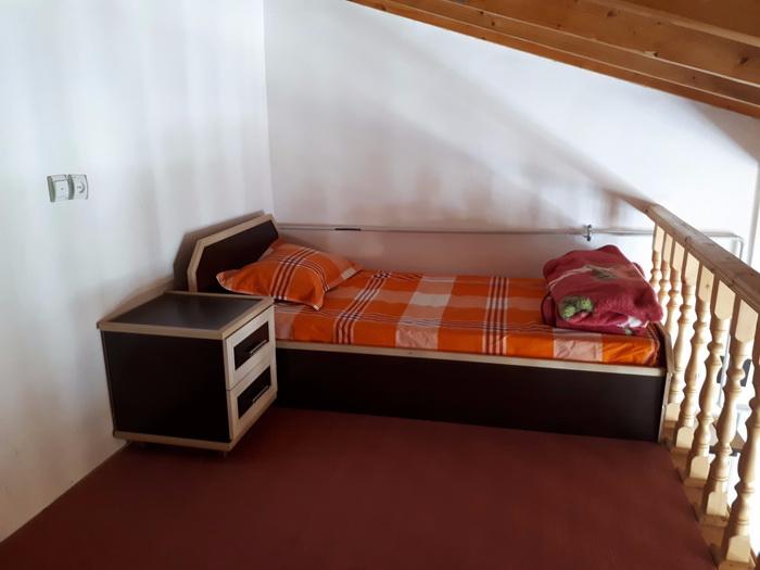 بالکن با دو تخت