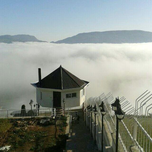 بر فراز دشت ابری